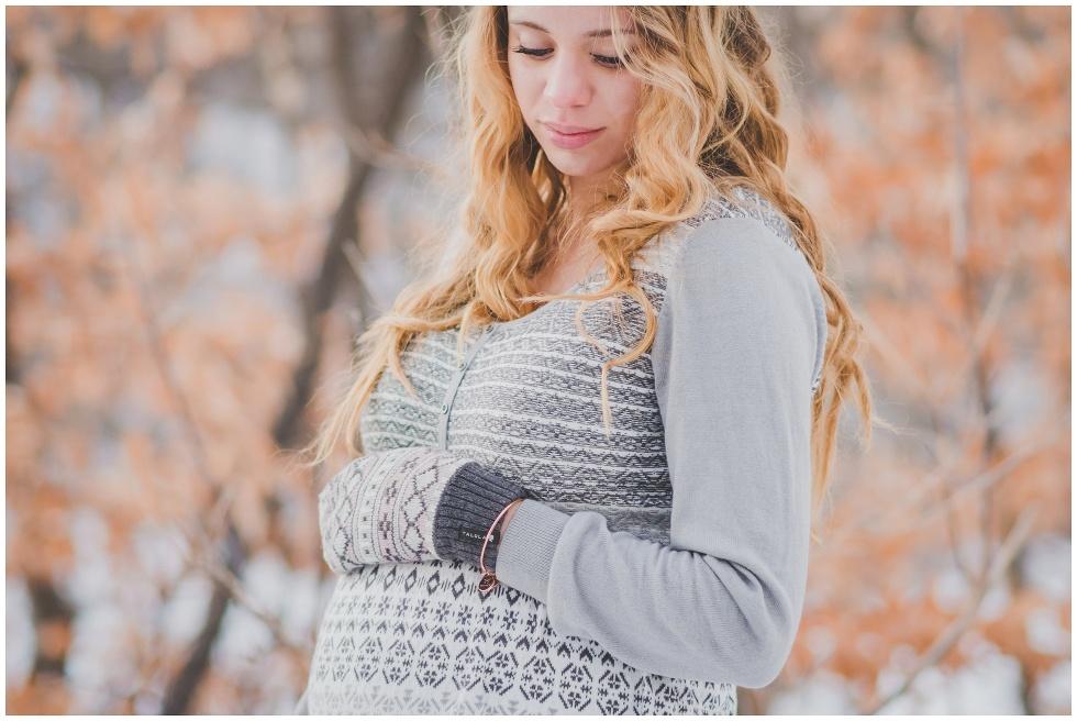 Winter maternity session, toronto maternity photographer