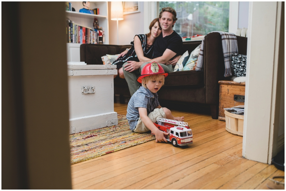 Lifestyle maternity photos, Toronto maternity photographer