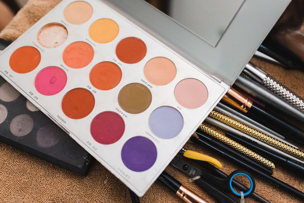 multi-coloured makeup palette Now Sapphire Resort Mexico destination wedding
