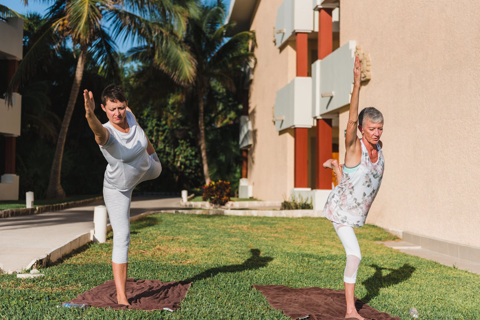 bride and her mother doing morning yoga how to be really relaxed during your destination wedding in Mexico