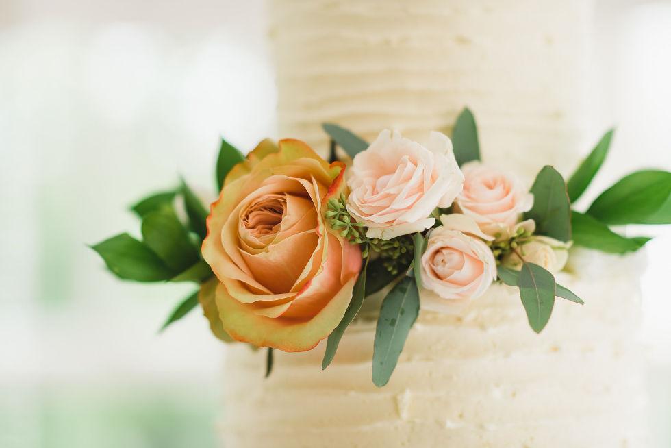 orange and pink floral decoration for wedding at La Paletta Mansion in Burlington Ontario