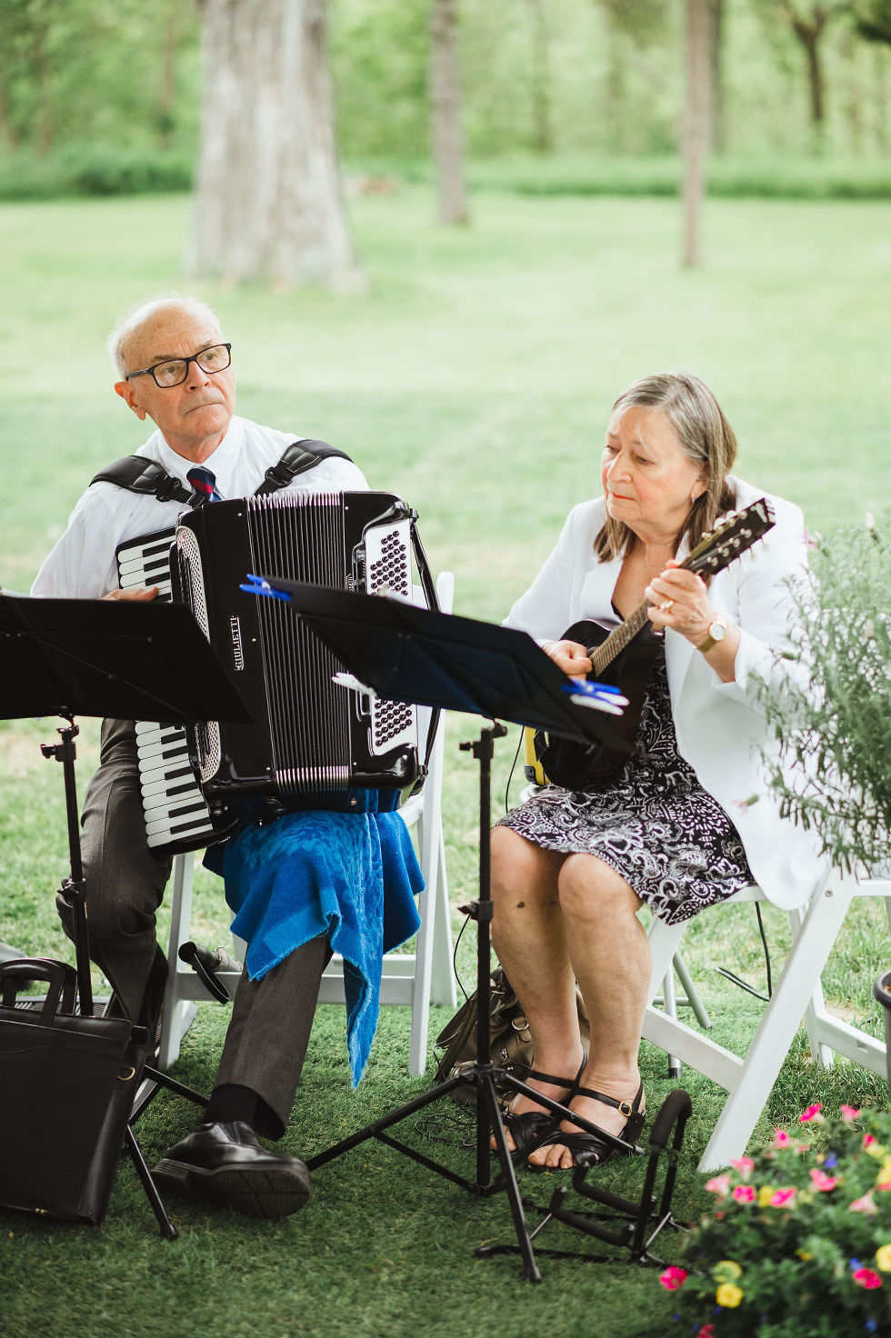 man playing an accordion and a woman playing a ukulele for a charming southern style wedding at Ruthven Park National Historic Site